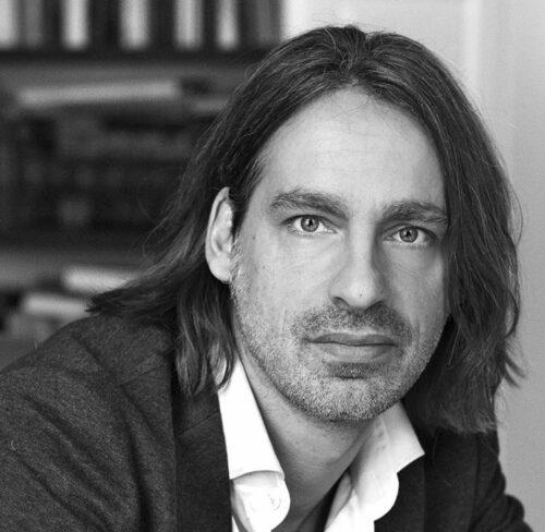 Schwarz-Weiß-Portrait von Richard David Precht.