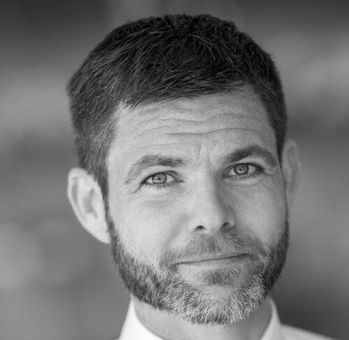 Schwarz-Weiß-Portrait von Prof. Dr. Bernd Ankenbrand.