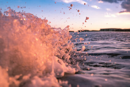 Ein Welle bricht.