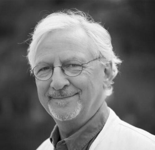 Schwarz-Weiß-Portrait von Dr. Jörn Klasen.