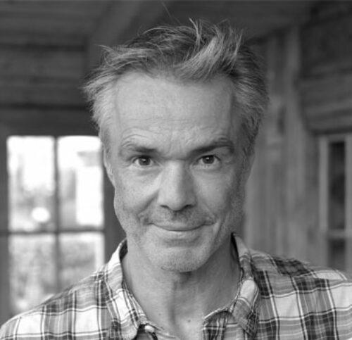 Schwarz-Weiß-Portrait von Hannes Jaenicke.