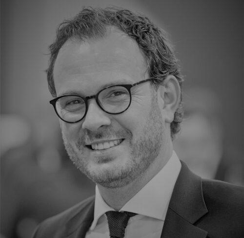 Schwarz-Weiß-Portrait von Julian Rautenberg.