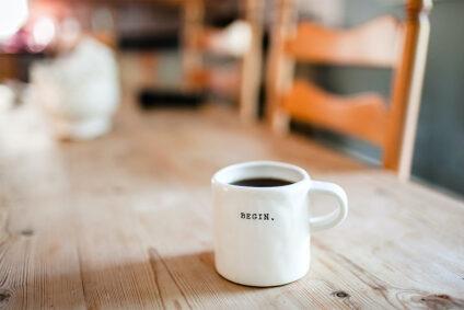 """Kaffeetasse mit der Aufschrift """"Begin."""""""