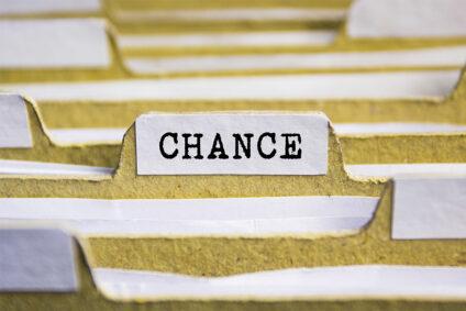 """Akte mit der Aufschrift """"Chance""""."""