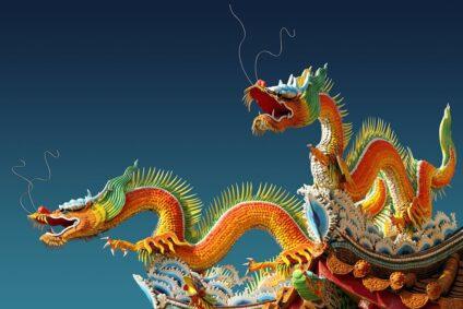 Chinesische Drachen auf einem Dach.