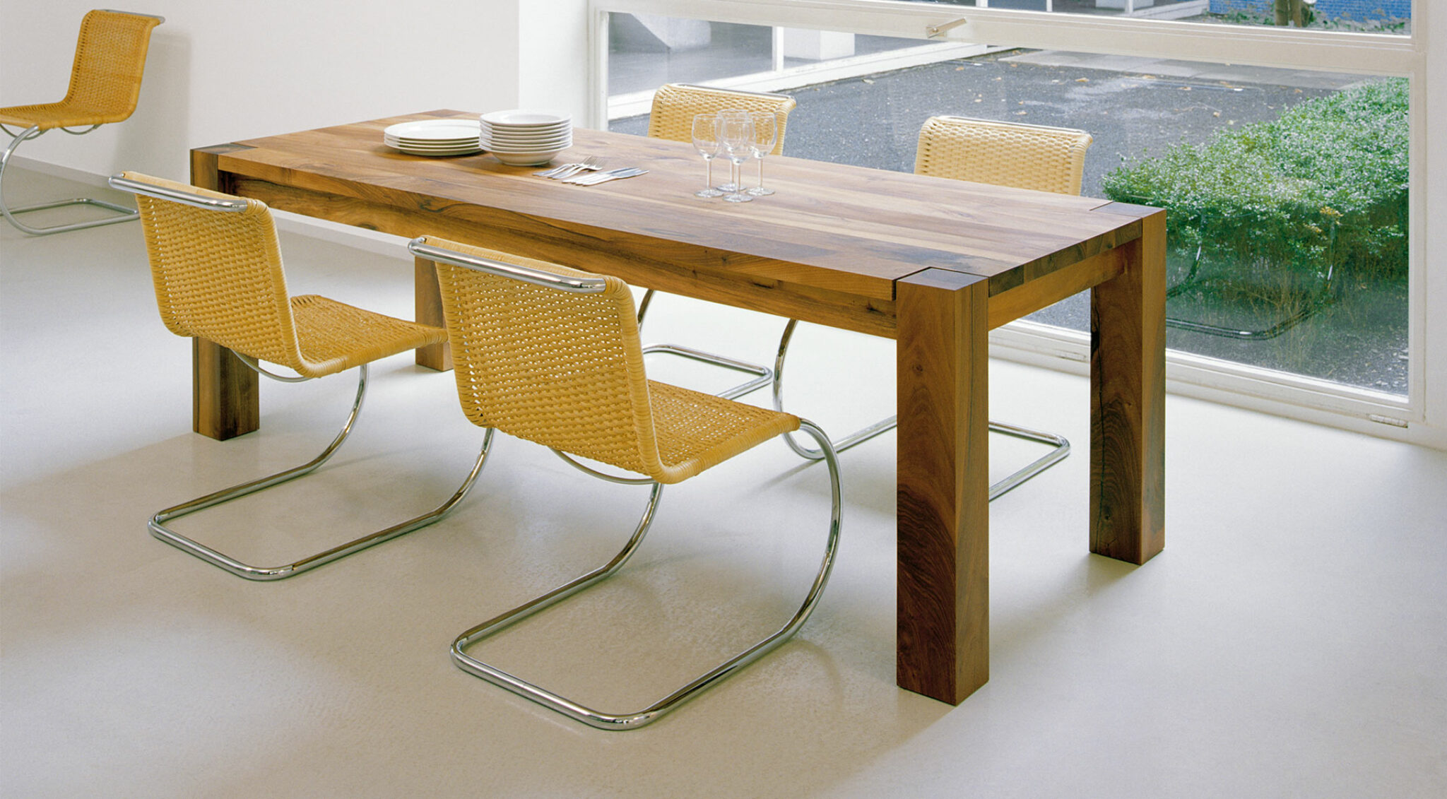 Tisch und Stühle der Firma e15.