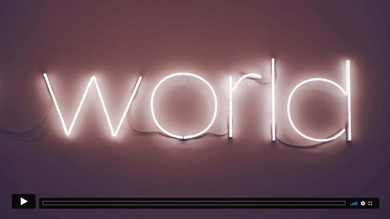 """Neonschrift bildet das Wort """"world""""."""