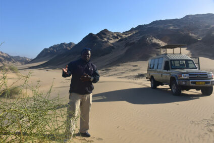 Guide mit Jeep in Namibia