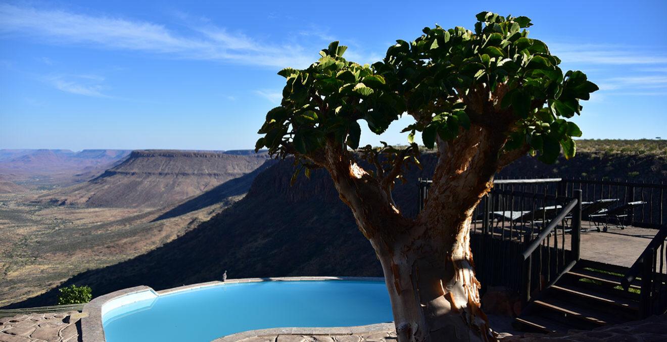 Pool in der Grootberg Lodge in Namibia