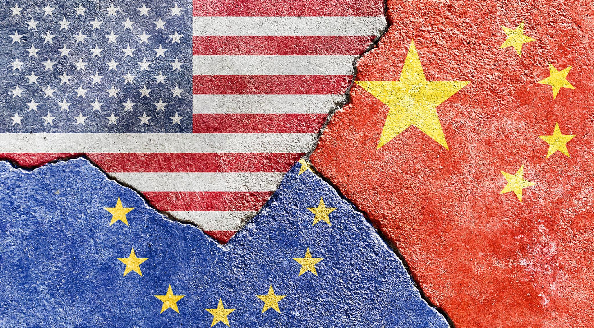 Collage der Flaggen von Europa, China und den USA.
